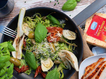 Mediterrane-Pesto-Nudeln-mit-gegrillter-Hühnerbrust_GmundnerMilch